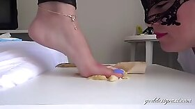 Foot lick lesbian plz